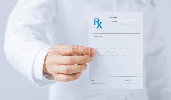 Médico do sexo masculino rx papel mão Foto stock © dolgachov