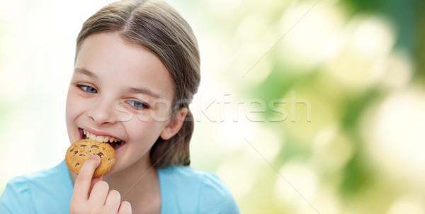 Sorridente little girl alimentação bolinhos biscoito pessoas Foto stock © dolgachov