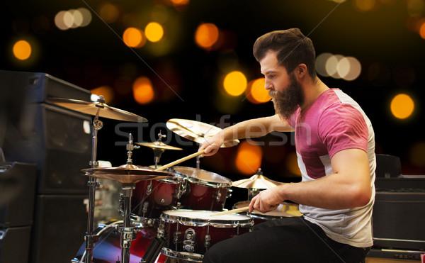 Mannelijke muzikant spelen muziek concert mensen Stockfoto © dolgachov