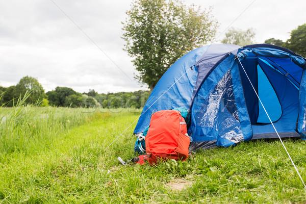 Stock fotó: Turisztikai · sátor · hátizsák · kint · kempingezés · utazás