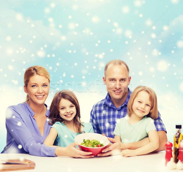 Boldog család kettő gyerekek mutat salátástál étel Stock fotó © dolgachov