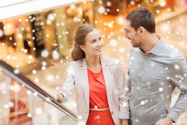 Paar roltrap mall verkoop Stockfoto © dolgachov