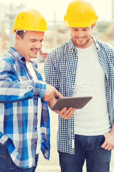 Stock fotó: Mosolyog · építők · táblagép · kint · üzlet · épület
