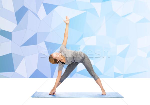 Donna yoga triangolo posa fitness Foto d'archivio © dolgachov