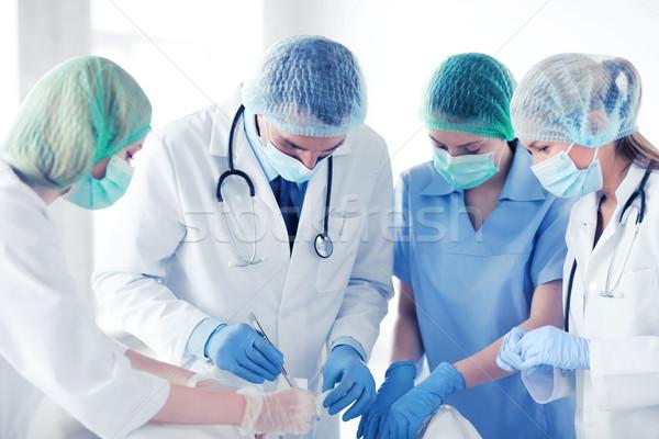 Fiatal csoport orvosok operáció egészségügy orvosi Stock fotó © dolgachov