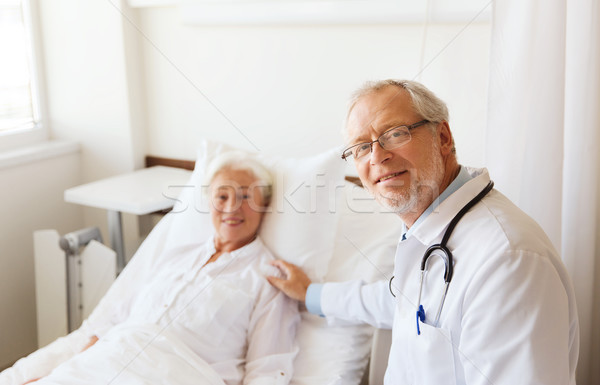 Médico altos mujer hospital medicina edad Foto stock © dolgachov