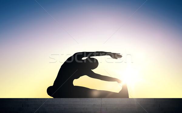 Kadın merdiven güneş ışık uygunluk spor Stok fotoğraf © dolgachov
