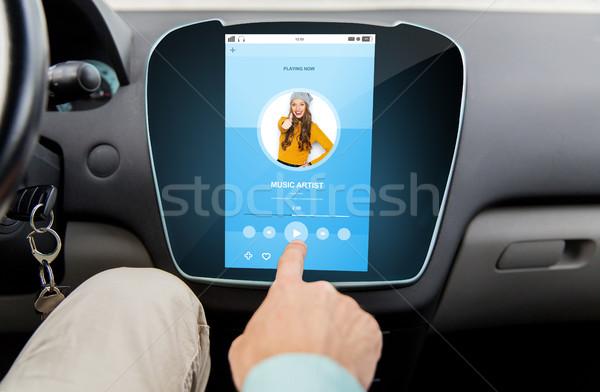 Mannelijke hand muziekspeler auto vervoer Stockfoto © dolgachov