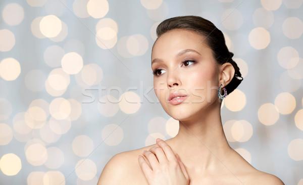 Piękna kobieta twarz kolczyk piękna biżuteria Zdjęcia stock © dolgachov