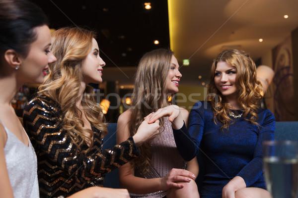 Donna anello di fidanzamento amici celebrazione party Foto d'archivio © dolgachov