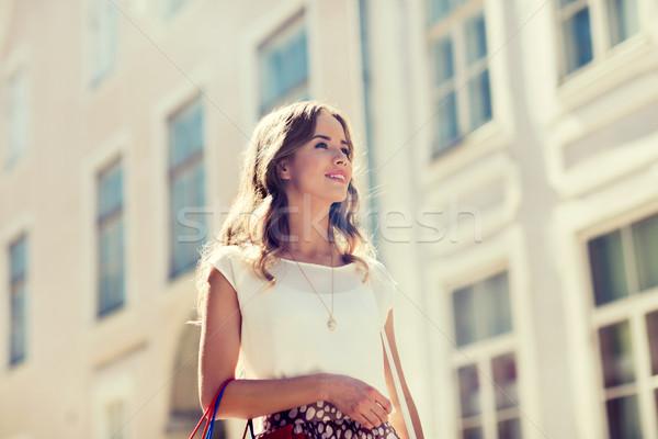 счастливым женщину ходьбе город продажи Сток-фото © dolgachov