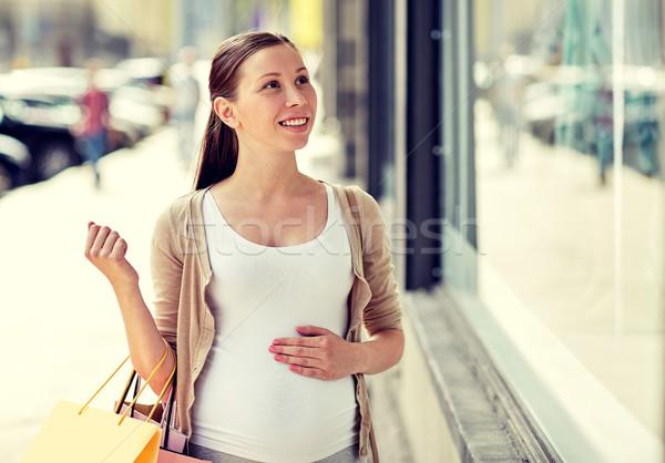 ストックフォト: 幸せ · 妊婦 · ショッピングバッグ · 市 · 妊娠 · 母性