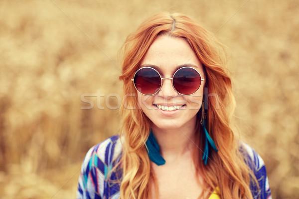 Mosolyog fiatal vörös hajú nő hippi nő kint Stock fotó © dolgachov