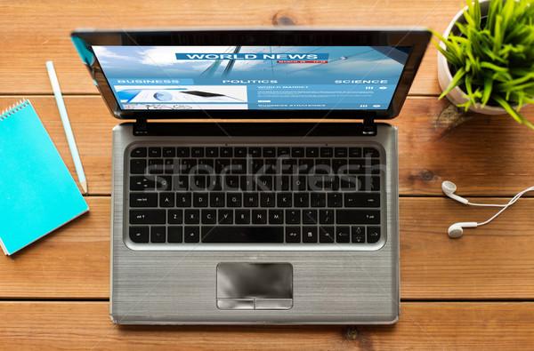 Dizüstü bilgisayar dünya haber kitle medya Stok fotoğraf © dolgachov