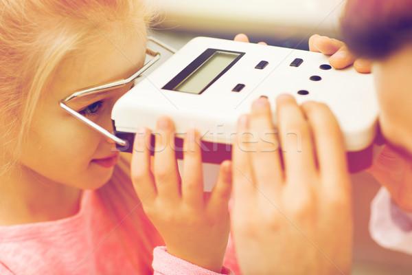 оптик девушки глаза клинике медицина Сток-фото © dolgachov