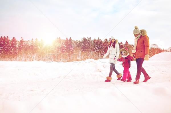 Boldog család tél ruházat sétál kint nevelés Stock fotó © dolgachov