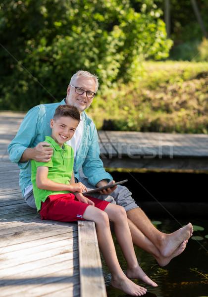 Nagyapa fiú táblagép folyó család generáció Stock fotó © dolgachov