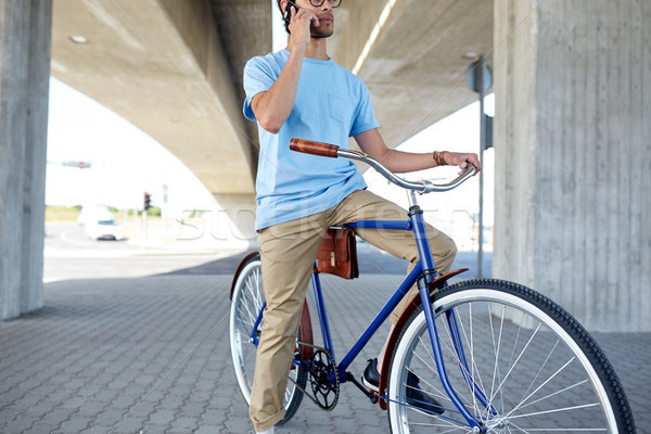 человека смартфон зафиксировано Gear велосипедов улице Сток-фото © dolgachov