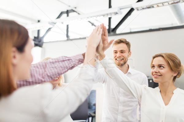Heureux équipe commerciale high five bureau affaires Photo stock © dolgachov