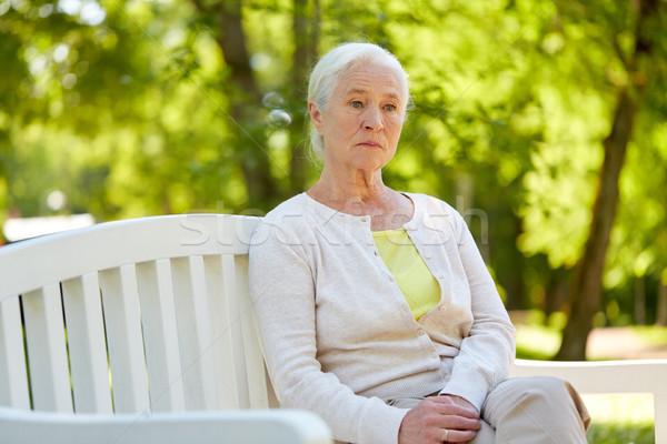 Triste altos mujer sesión banco verano Foto stock © dolgachov