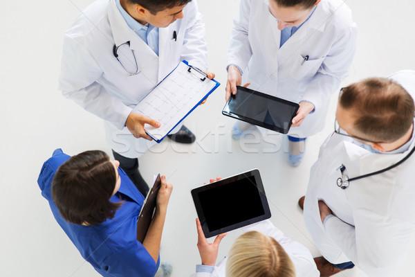 Orvosok kardiogram és táblagép gyógyszer egészségügy Stock fotó © dolgachov