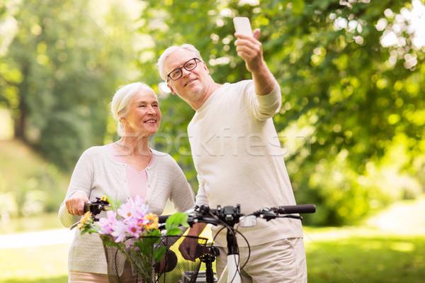 Pareja de ancianos bicicletas toma parque activo vejez Foto stock © dolgachov