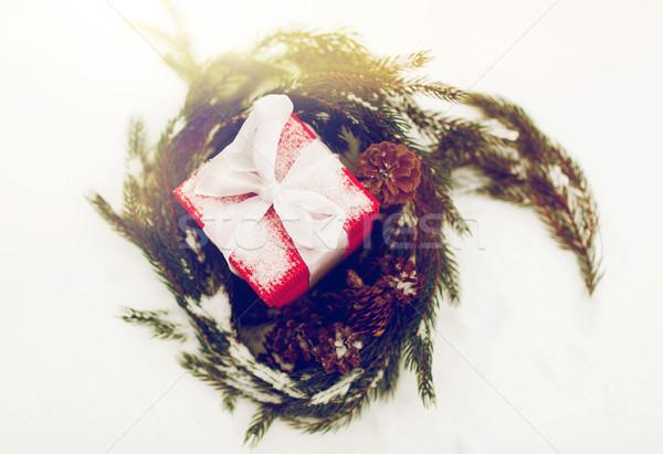 Karácsony ajándék fenyő koszorú hó tél Stock fotó © dolgachov