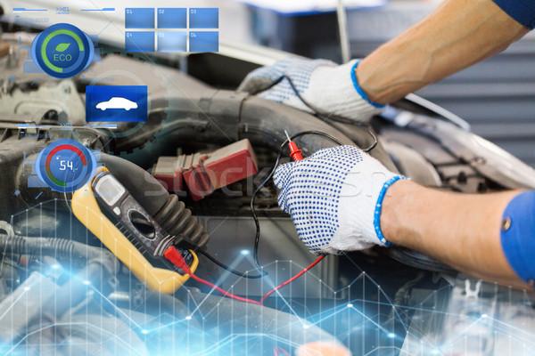 Automechaniker Mann Batterie Auto Service Stock foto © dolgachov