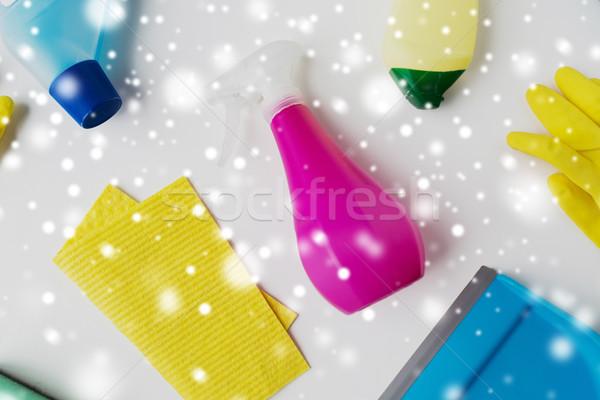 Schoonmaken witte huishoudelijk werk huishouding huishouden sneeuw Stockfoto © dolgachov