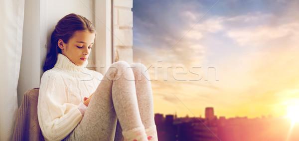 Stok fotoğraf: üzücü · kız · oturma · ev · pencere · çocukluk