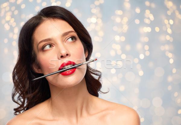 Bella donna compongono pennello rossetto bellezza Foto d'archivio © dolgachov