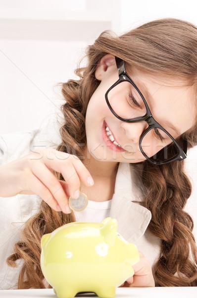 Meisje spaarvarken munt foto meisje bril Stockfoto © dolgachov
