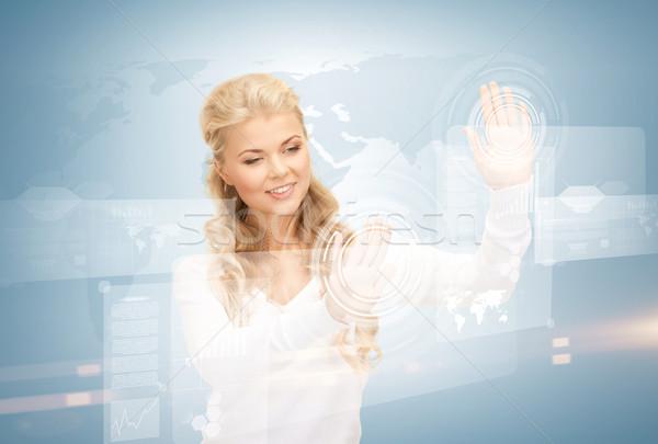 Zakenvrouw werken virtueel foto vrouw handen Stockfoto © dolgachov
