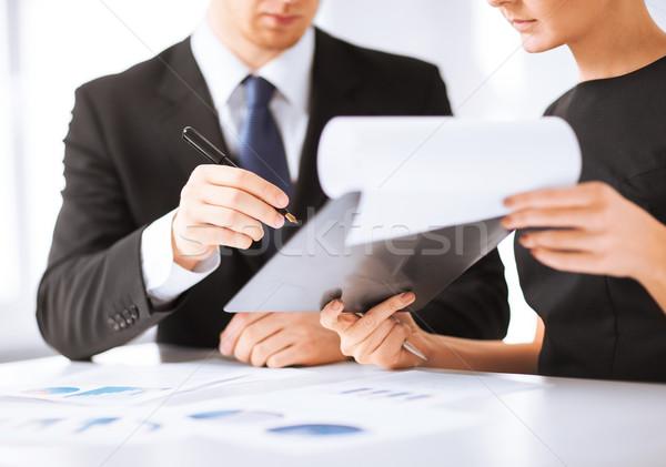 üzletember üzletasszony aláírás papír kép üzlet Stock fotó © dolgachov