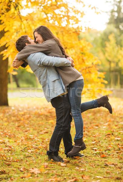 Romântico casal jogar outono parque férias Foto stock © dolgachov