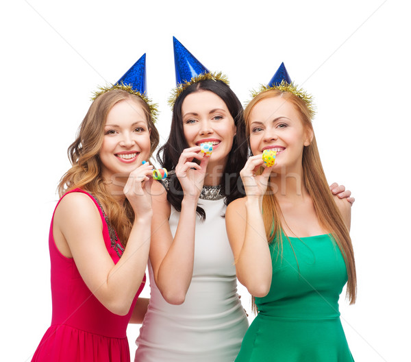 Három mosolyog nők sapkák fúj szívesség Stock fotó © dolgachov