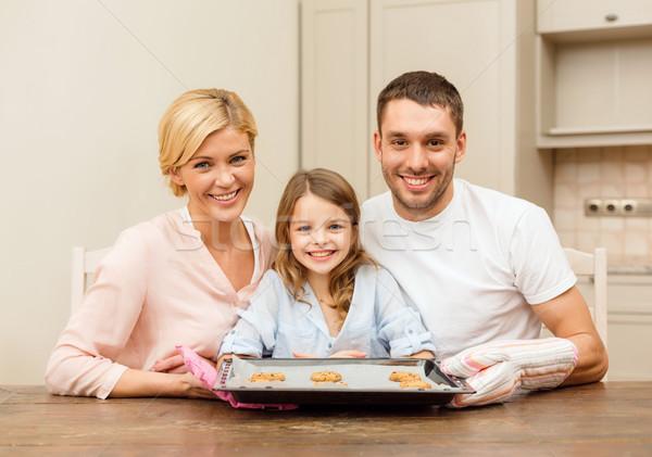 Boldog család készít sütik otthon étel család Stock fotó © dolgachov