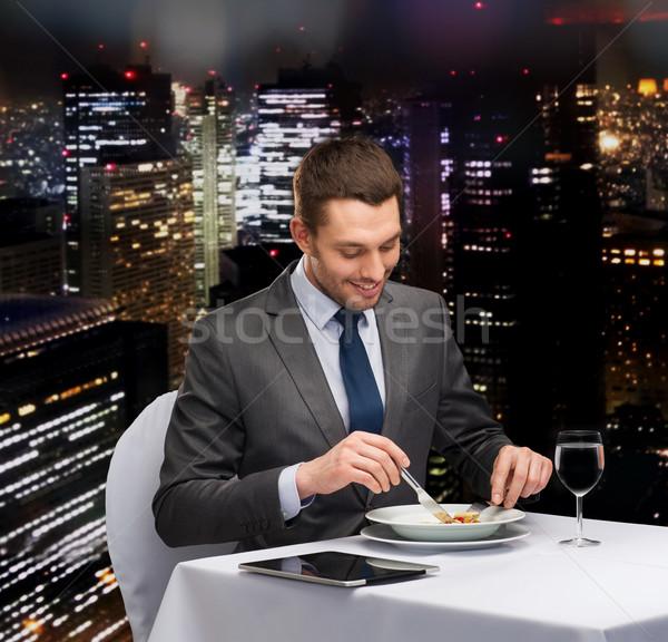 Gülen adam yeme restoran Stok fotoğraf © dolgachov