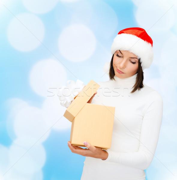 Kadın yardımcı şapka hediye kutusu Noel Stok fotoğraf © dolgachov