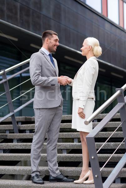 Lächelnd Geschäftsleute Händeschütteln Straße Business Partnerschaft Stock foto © dolgachov