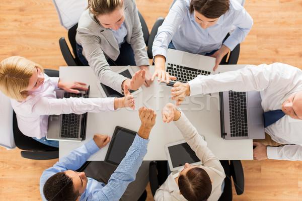 équipe commerciale high five gens d'affaires technologie Photo stock © dolgachov
