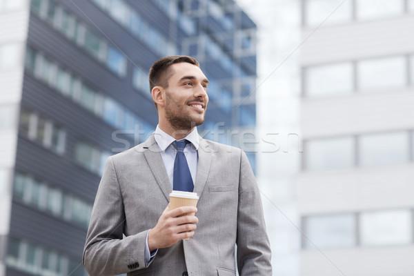 Jóvenes sonriendo empresario papel taza aire libre Foto stock © dolgachov