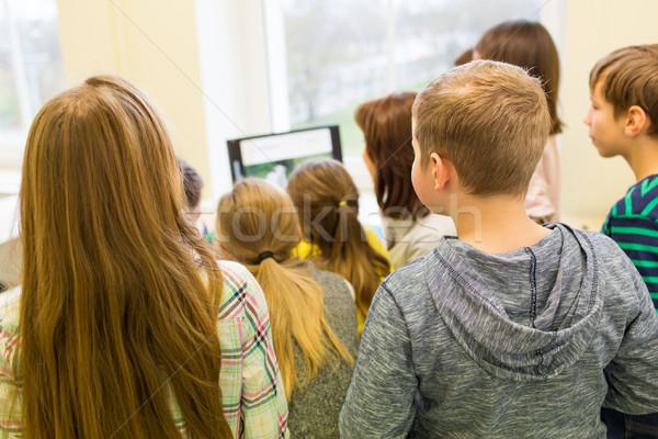 Stockfoto: Groep · kinderen · leraar · computer · school · onderwijs