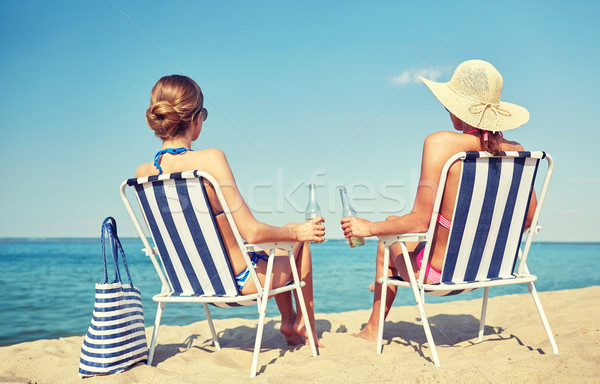 Glücklich Frauen Sonnenbaden Strand Sommerurlaub Reise Stock foto © dolgachov