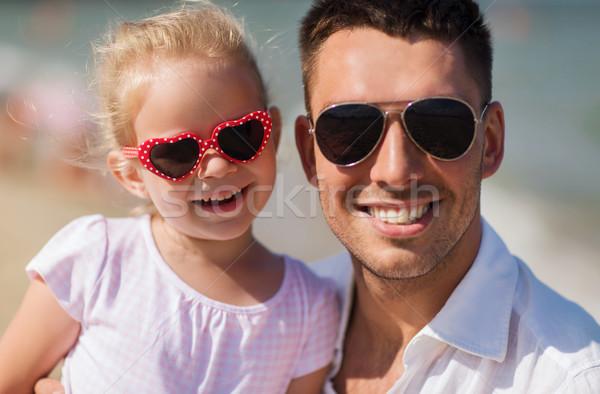 Família feliz óculos de sol verão praia família viajar Foto stock © dolgachov