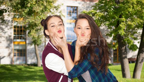 Gelukkig glimlachend student meisjes Stockfoto © dolgachov