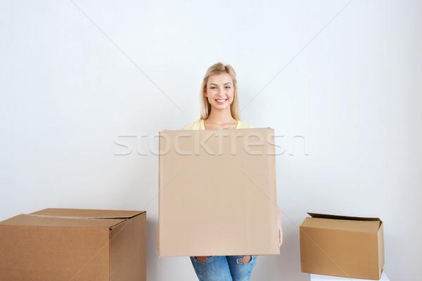 Lächelnd Karton home bewegen Lieferung Stock foto © dolgachov
