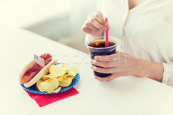 женщину питьевой Cola американский день Сток-фото © dolgachov