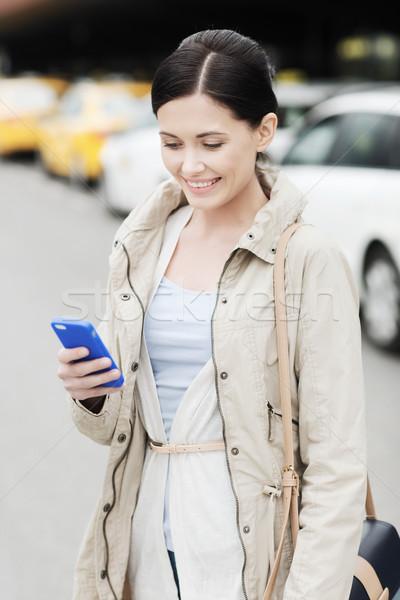 Mujer sonriente taxi ciudad viaje viaje de negocios Foto stock © dolgachov