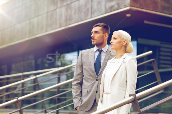 Sérieux affaires permanent immeuble de bureaux affaires association Photo stock © dolgachov